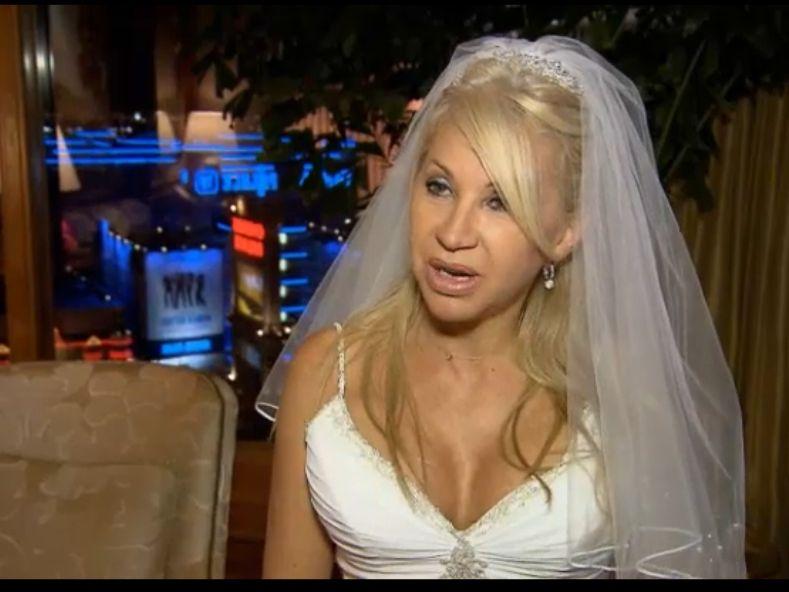 Hochzeitskleid Las Vegas : Die Geissens bei RTL2: Carmen Geiss zwingt ...