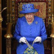 Diss gegen May? Queen setzt auf Anti-Brexit-Hut statt Krone (Foto)