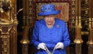 Was wollte uns die Queen mit diesem Outfit sagen? (Foto)