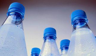 Wasser aus Kunststoffflaschen schmeckt häufig untypisch fruchtig. Grund sind Stoffe in der Verpackung, die ins Wasser übergehen. (Foto)