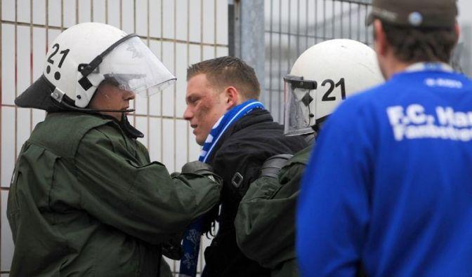 Wasserwerfer gegen Rostocker Fans (Foto)