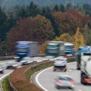 Wegen der Herbstferien werden einige Autobahnen in Deutschland am Wochenende stark befahren sein.