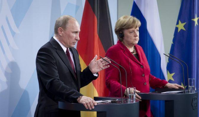 Wegen seiner Unterstützung für Syriens Regime steht Russland international in der Kritik. Beim Besuch von Waldimir Putin in Berlin zeigten sich er und Kanzlerin Merkel jedoch einhellig darüber, eine politische Lösung finden zu wollen. (Foto)