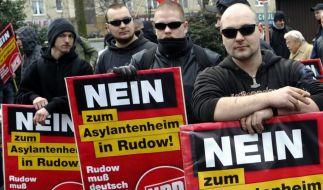 Wegen ausstehender Zahlungen hat der Bundestag die Rückerstattung von rund 113.000 Euro an die rechtsextreme NPD gestoppt. (Foto)