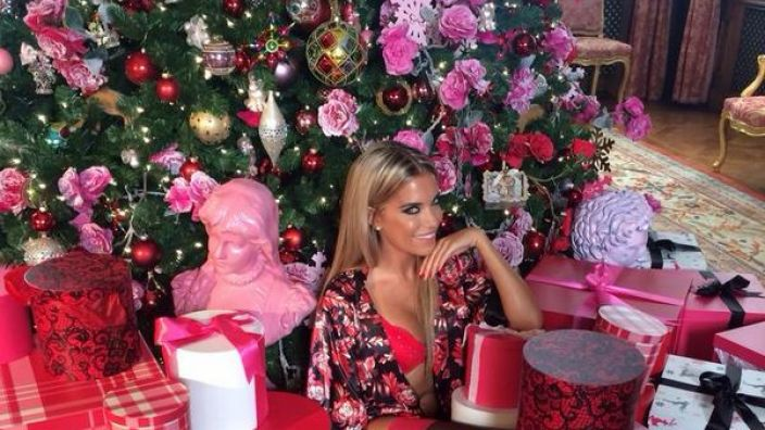 sexy unterm weihnachtsbaum bei sylvie meis l uten schon