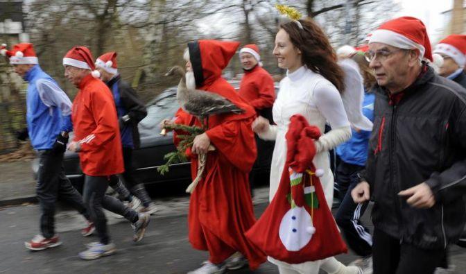 Weihnachtspfunden mit Training und Spaziergängen verbeugen (Foto)
