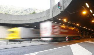 Weil ein Deutscher mit 200 Stundenkilometern durch den Schweizer Gotthard-Tunnel raste, wurde der Raser zu 30 Monaten Haft verurteilt. (Foto)