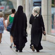 Weil eine muslimische Pflegehelferin keine männlichen Patienten waschen wollte, hat ihr Arbeitgeber sie entlassen. (Foto)