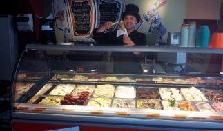 Weißwurst, Bratwurst, süßer Senf: Matthias Münz hat die verrücktesten Eissorten in seiner Vitrine. (Foto)
