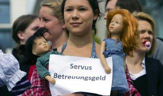 Wenn das so weiter geht, könnte diese Demonstrantin Recht haben. (Foto)