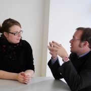 Wenn der Norden auf den Süden trifft: Ostfriesin Ulrike Bertus und Niederbayer Andreas Schloder beim Versuch, den Gegenüber auch zu verstehen.