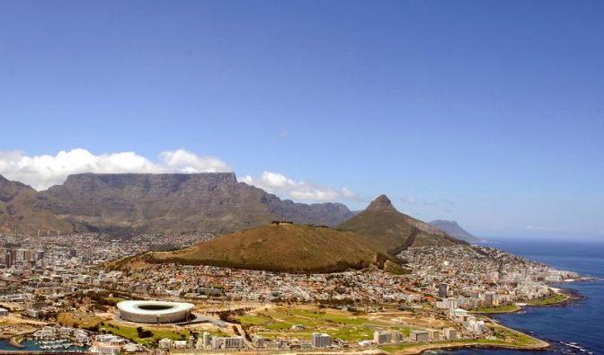 Wer noch schnell Arbeit in Südafrika findet, kann die Fußball-WM 2010 hautnah miterleben. (Foto)