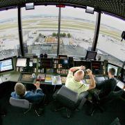 Wer eine Ausbildung machen möchte und auf das Gehalt schaut, sollte Fluglotse werden. Die Experten verdienen überdurchschnittlich gut. (Foto)