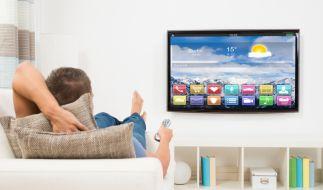 Wer auf Größe und Qualität wert legt, muss bei Fernsehgeräten schon mal tiefer in die Tasche greifen. (Foto)