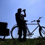 Wer trinkt, sollte das Rad stehen lassen, denn künftig soll es schon ab 1,1 Promille Bußgeldstrafen geben.