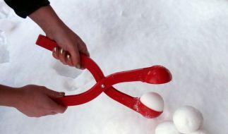 Wer perfekt geformte Schneebälle möchte, braucht dafür nicht mehr seine Hände quälen. (Foto)