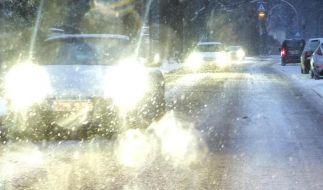 Wer einen Unfall auf glatter Straße verursacht, muss für eventuelle Folgeschäden von anderen Autofahrern selbst aufkommen. (Foto)