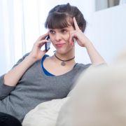 """Wer sich durch die Warteschleife gehört hat, erhält an den Hotlines deutscher Mobilfunkunternehmen in der Regel eine gute Beratung. Das hat ein Test der Fachzeitschrift """"connect"""" ergeben. (Foto)"""
