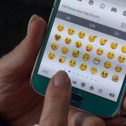 WhatsApp ändert eines seiner beliebtesten Emojis. (Foto)