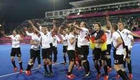 Wie die Fußballer: Nach dem Gold-Coup tanzten die Hockey-Herren die Uffta. (Foto)