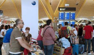 Wilder Fluglotsen-Streik stürzt Spanien ins Chaos (Foto)