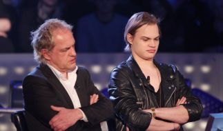 Wilson Gonzalez und Uwe Ochsenknecht quizzen sich beim Wer wird Millionär-Promi-Special zur halben M (Foto)