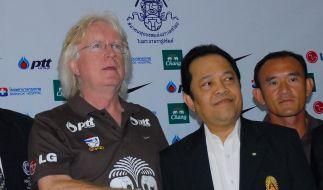 Winfried Schäfer als Coach in Thailand vorgestellt (Foto)
