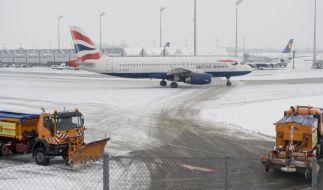 Winterwetter behindert Flugverkehr in Muenchen (Foto)
