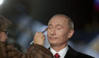 Wladimir Putin wird für einen TV-Auftritt geschminkt (Foto)
