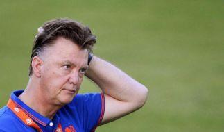 WM-Halbfinale 2014: Louis van Gaal steht vor einer schweren Aufgabe. Der niederländische Trainer muss in seiner langen Karriere zum ersten Mal ein Gegenmittel für Lionel Messi finden. (Foto)