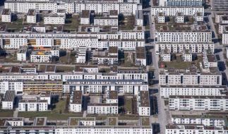 Wohnhäuser in München. Die Mieten können sich schon Durchschnittsverdiener kaum leisten. Umso schwieriger ist es für Menschen, die nur den Mindestlohn bekommen. (Foto)