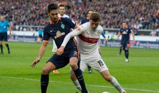Wollen für die kommende Saison Montagsspiele vermeiden: Werder Bremen (hier links Santiago Garcia) und der VfB Stuttgart (hier rechts Timo Werner) kämpfen um den Verbleib in der Bundesliga. (Foto)