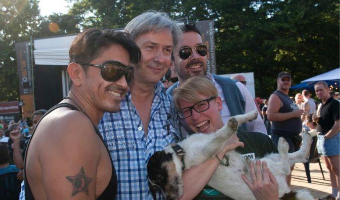 Wowereit eröffnet Lesbischwules Parkfest (Foto)