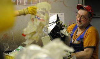 Wühlen im Müll (Foto)