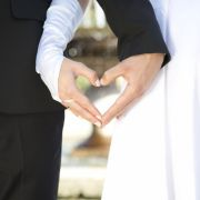 """Würden Sie jemanden heiraten, den Sie nie zuvor gesehen haben? Sat.1 wagt mit """"Hochzeit auf den ersten Blick"""" das Experiment - doch wird die Liebe der frischvermählten Paare halten? (Foto)"""