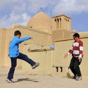 Wütende Tritte iranischer Jugendlicher?