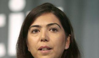 Wulff stellt sich vor neue Sozialministerin Özkan (Foto)