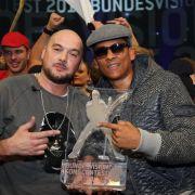 Xavier Naidoo (Mitte) und Rapper Kool Savas (links) haben den Bundesvision Song Contest gewonnen.