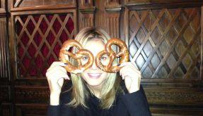 Yummie! Heidi Klum liebt offebar Brezeln. (Foto)
