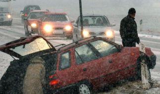 Zahlreiche Unfälle wegen Glatteis (Foto)