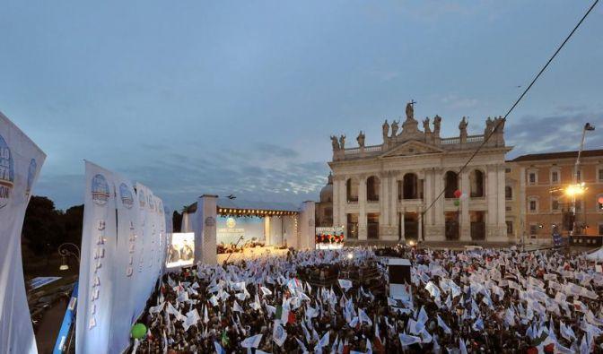 «Zauberer» Berlusconi lässt in Rom demonstrieren (Foto)