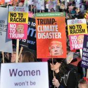 Zehntausende demonstrieren in London gegen einen Staatsbesuch des US-Präsidenten. (Foto)
