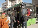 Zehntausende müssen aus der zerstörten Stadt geschafft werden, aber es gibt zu wenig Busse. (Foto)
