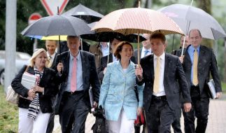 Zeigten wenig Kompromissbereitschaft: die Delegation der NRW-FDP auf dem Weg zu den Sondierungsgespr (Foto)