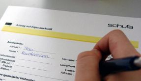 Zeitung: Kreditauskunft Schufa mindert Service (Foto)