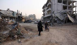 Zerstörte Straße im syrischen Kobane. Seit einem Jahr ist die überwiegend von Kurden bewohnte Stadt von der Besatzung durch den IS wieder befreit. (Foto)