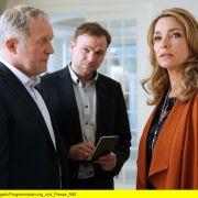 Zum Morden imstande? Moritz Eisner (Harald Krassnitzer) befragt Angelika Hausberger (Aglaia Szyszkowitz), Witwe des verstorbenen Castingshow-Moguls Udo Hausberger (Peter Karolyi). (Foto)
