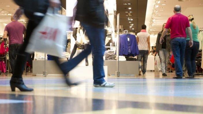 Zum verkaufsoffenen Sonntag freuen sich Einzelhändler regelmäßig über reges Kundeninteresse.