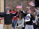 Zurück zur Normalität:Fans der Boston Red Sox genießen nach der Festnahme des zweitenAttentäters einen entspannten Tag. (Foto)