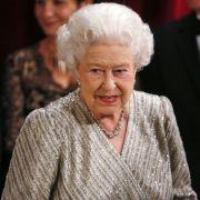 Zwei australische Journalisten gaben sich als Queen Elizabeth II und Prinz Charles aus, um telefonisch Neues von Herzogin Kate zu erfahren.